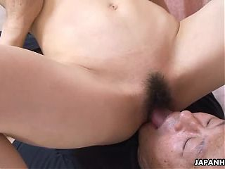 Eating her wet cunt out durring the face sitting session